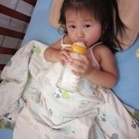 讓寶寶一夜好眠,海島型濕熱氣候的育兒好物-奇哥防水防螨透氣保潔墊